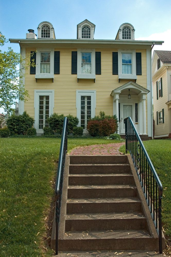 12Federal Colonial Home