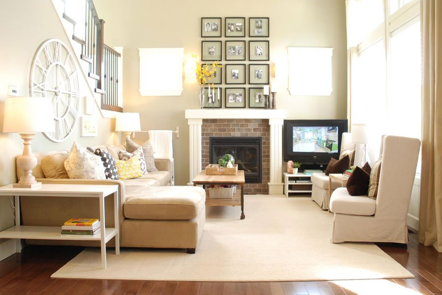 Living room with a soft and familiar creamy interior