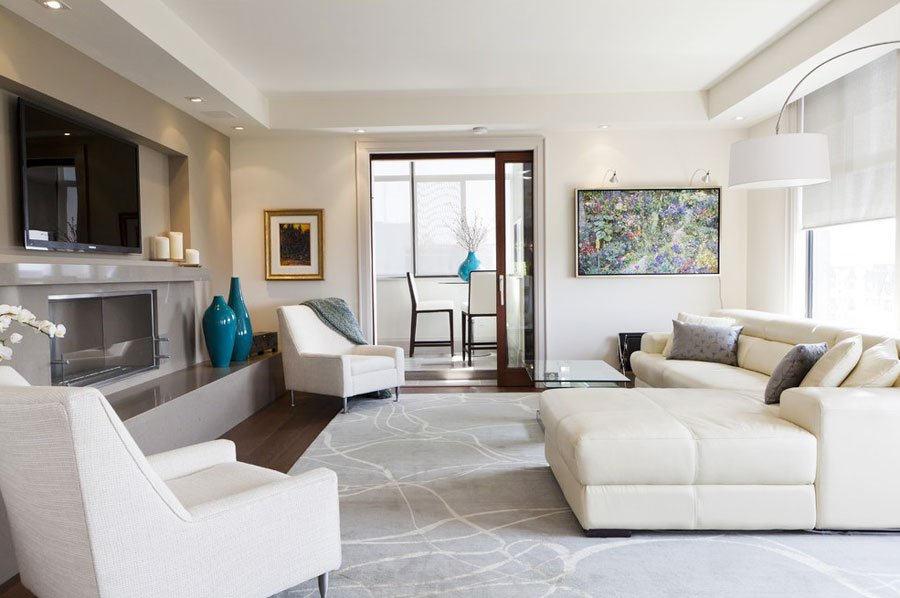 Living room with beige walls and corresponding furniture